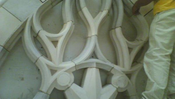 Taille de pierres rénovation château en Normandie