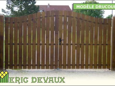 portail fer et bois pour entrée terrain en Normandie