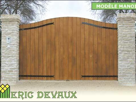 exemple de portail mélange fer et bois