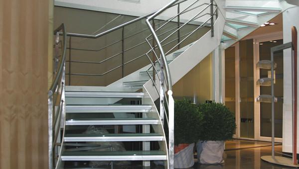 Escalier intérieur sur mesure bâtiment en Normandie
