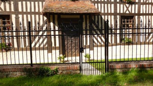 Clôtures fer pour maison normande