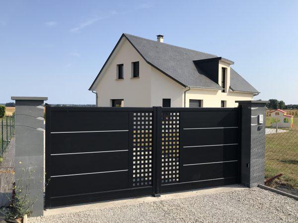 portail en alu de couleur noir style contemporain