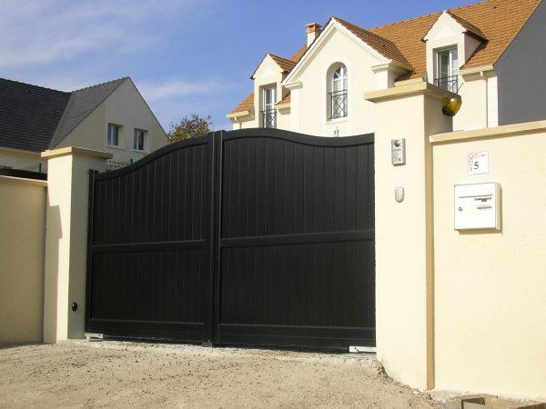 portail en alu d'une maison à Deauville